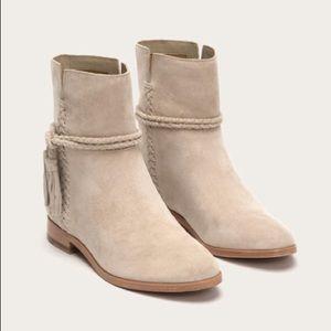 NWOT Frye Tina whipstitch tassel boots!